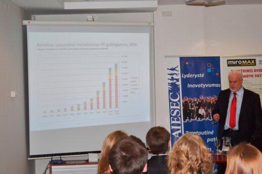 Fotoelektros technologijų ir verslo asociacijos prezidentas profesoriaus Simas Ramutis Petrikis