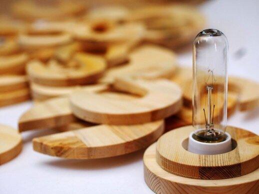 Darau pats: medinė sudedama lempa