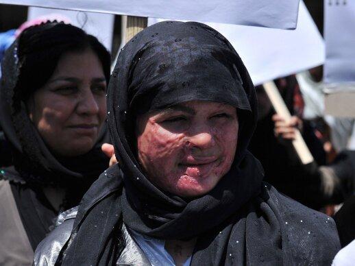 Afganistanietės protestavo prieš viešas mirties bausmes moterims