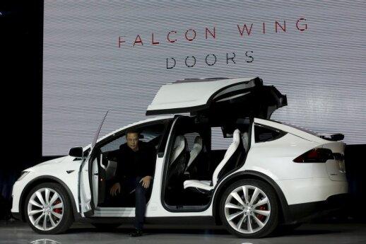 "Elonas Muskas pristato ""Tesla Model X"""
