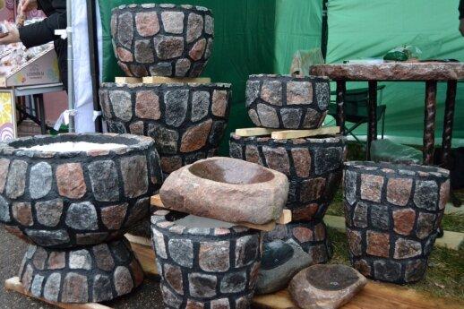 Akmens imitacijos gaminiai pigesni nei iš tikro akmens pagaminti.