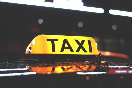 Taksisto išpažintis: pinigų kibirais jau seniai nebesemiam
