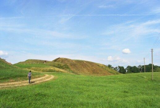 Vienas iš įspūdingiausių Lietuvoje – Medvėgalio piliakalnis.