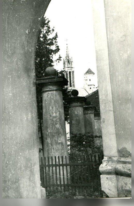 Kolonos, laikiusios procesijų galeriją, po 1912 m. rekonstrukcijos