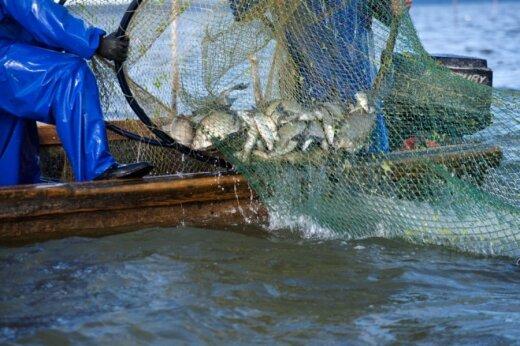 Žvejai verslininkai tikisi, kad verslinę žvejybą draudžiantis įsakymas bus atšauktas