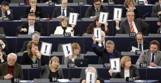 EP piktinasi, kad JAV europiečius traktuoja ne kaip draugus, bet kaip įtariamuosius