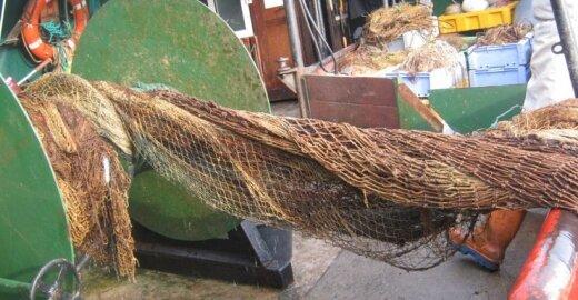 Ištraukti seni žvejų tinklai
