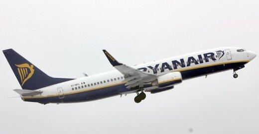 """""""Ryanair"""" įsitikinęs, kad Briuselis neprieštaraus mokesčiams už tualetą"""