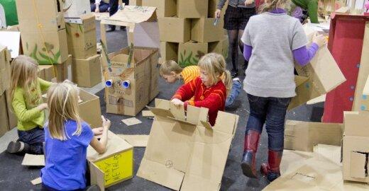 Kartoninės dėžės gali virsti bet kuo - tai lavina vaikų vaizduotę
