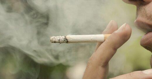 Ligoninių paslaugų mokestis – ant rūkorių pečių