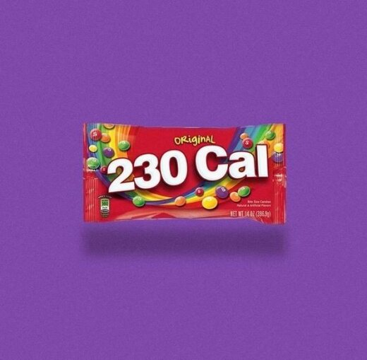 Pamatę smarkiai susimąstysite: menininkas populiarių produktų pavadinimus pakeitė jų kalorijų skaičiumi
