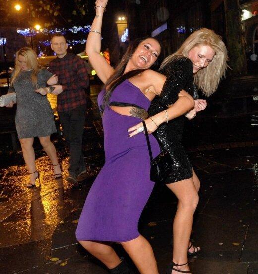 Ką tik baigėsi girčiausias savaitgalis Britanijoje: pasijuokime iš jų gėdingų linksmybių akimirkų