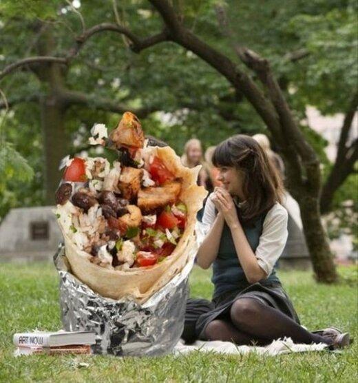 Romantiniai filmai, kurie būtų daug geresni, jei pagrindinis veikėjas būtų kebabas