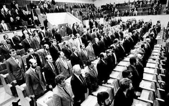 1990 kovo 11d. Seimas skelbia Lietuvos nepriklausomybės atkūrimo aktą