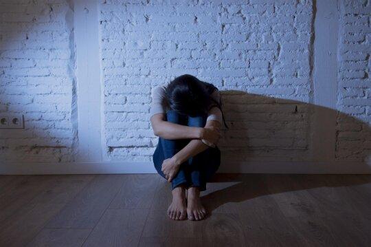 Mergina, skausmas, nepilnametė