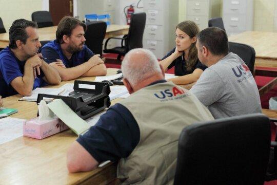 Pasitarimas su Tarptautine Migracijos Organizacija ir JAV tarptautinių krizių pagalbos biuro darbuotojais Ebolos Operacijų Centre Liberijos sostinėje Monrovijoje