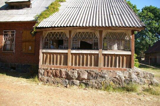 Klebonijos verandos fragmentas