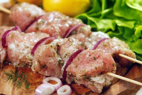 Pasibaisėjo tradiciniais lietuviškais šašlykais: sugadinti tokią mėsą reikia neeilinių sugebėjimų