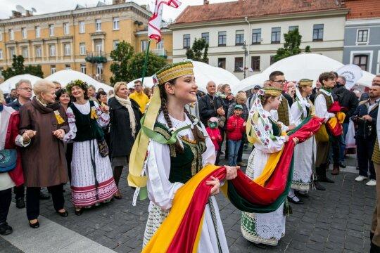 Į Dainų šventę grįžusi emigrantė atvėrė širdį: buvo paniškai vargana situacija