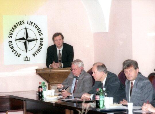 1996.11.18 Iš dešinės: Česlovas Stankevičius, Algirdas Saudargas, Birgeris Danas Nielsenas, Albinas Januška