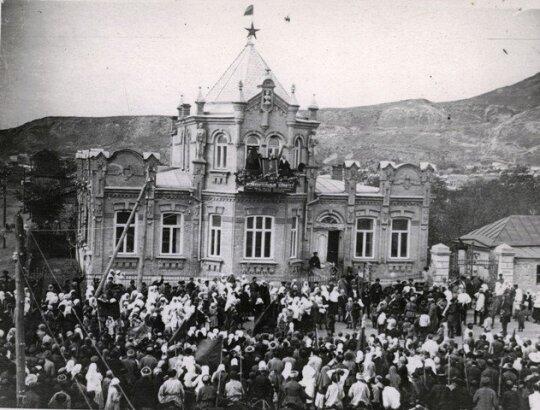 Pirmosios Spalio revoliucijos metinės Šiaurės Kaukazo mieste Piatigorske. 1918 m.