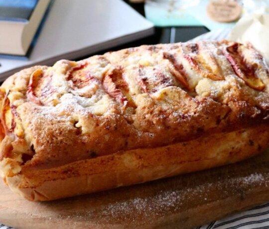 Persikų duonelė su graikiniais riešutais