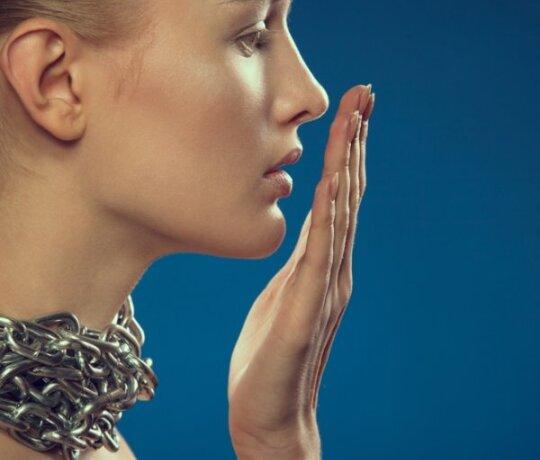 Kodėl atsiranda blogas burnos kvapas ir kaip jį pašalinti?