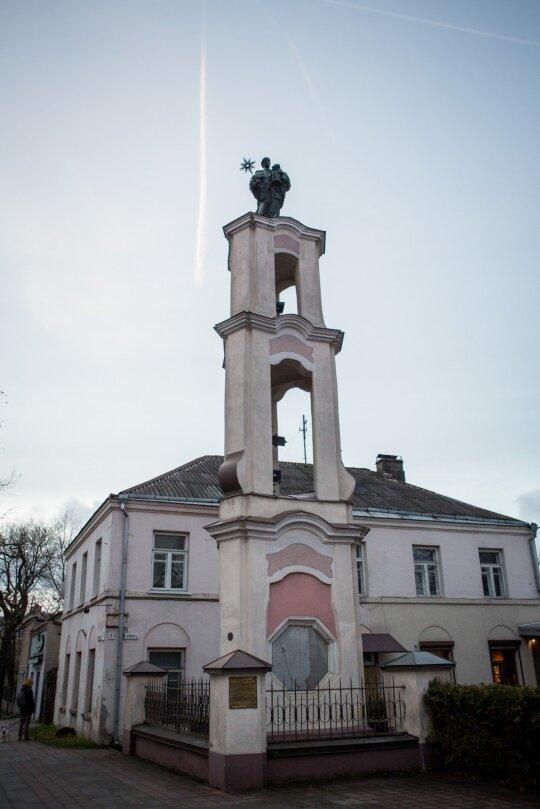 Koplytėlė su Šv. Hiacinto Šv. Jackaus) skulptūra