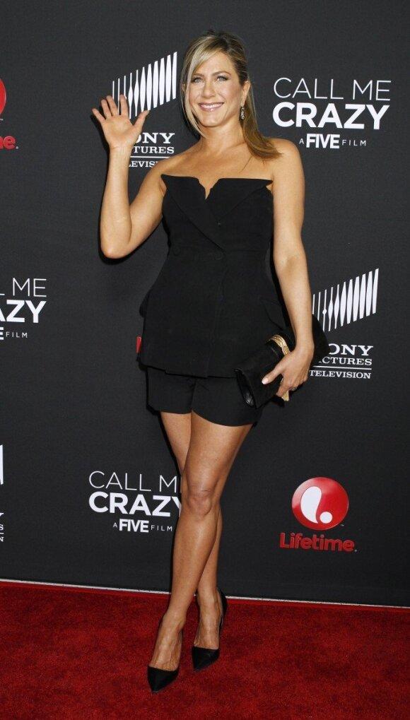 Žvaigždžių treneriai: jogos filosofija Jennifer Aniston padėjo sukurti tobulą figūrą