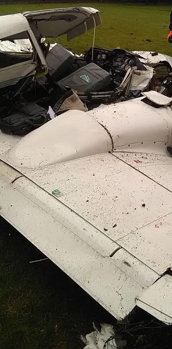 Kauno priemiestyje, gyvenamojo namo kieme, nukrito lėktuvas – žuvo žinomas pilotas su mokiniu