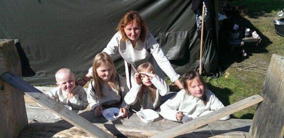 Penkto vaiko besilaukianti mama: nuo prigimties nepabėgsi