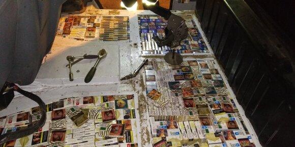Per dvi dienas sulaikyti du vyrai su daugiau nei 12 tūkst. kontrabandinių cigarečių pakelių