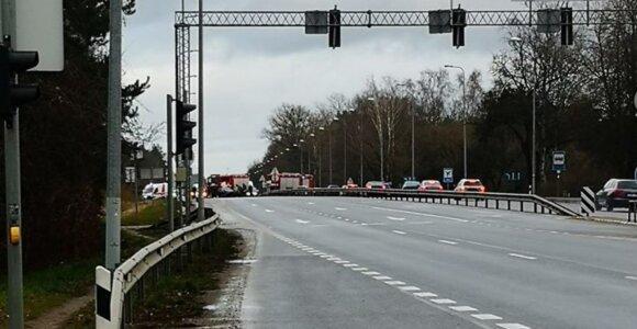 ДТП в Каунасском районе: после столкновения VW Passat врезался в стену дома