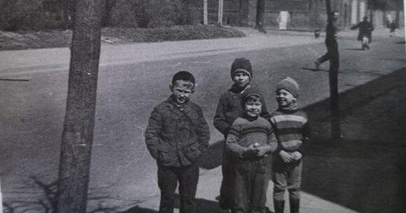 Maksimo Gorkio g. 50 namo berniukų kompanija