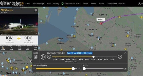 Apie 04:01 Lietuvos laiku (01:01 UTC) Lietuvos oro erdvę ties Rokiškiu kirto tranzitinis AirFrance komnpanijos orlaivis skrendantis maršrutu Seulas-Paryžius.. Flightradar24.com iliustr.