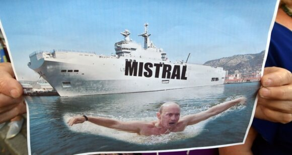 France halts Mistral warship delivery to Russia