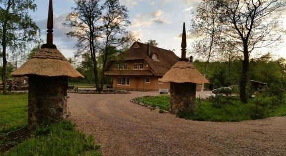 Pučinskų šeimos šiaudinis namas