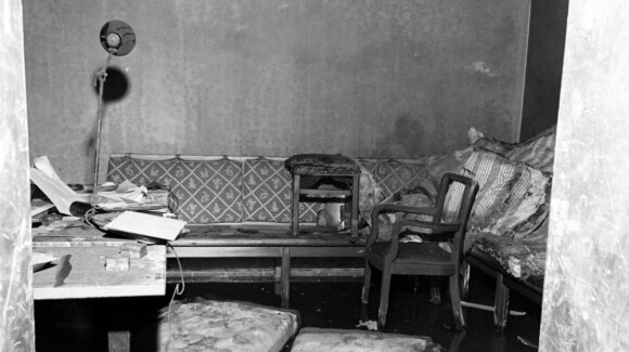 Fiurerio bunkerio kambarys, kuriame nusižudė A. Hitleris ir E. Braun.