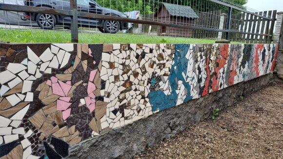 Moteris pasidarė dekoratyvinę sieną