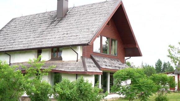 Savo rankomis molinį ir šiaudinį namą pastatęs žmogus apie klaidas ir keistus lietuvių įsitikinimus