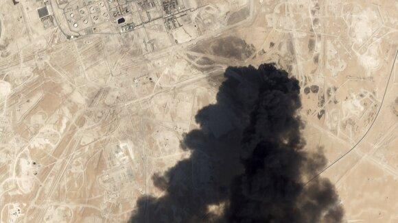 Saudo Arabijos naftos šokas suvienijo Kiniją su jos konkurentėmis: karo bijo visi vienodai