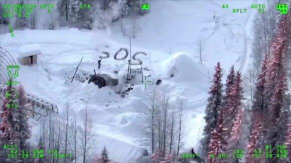 Sudegus namui vyras tris savaites išgyveno Aliaskos sniegynuose: išgelbėjo užrašas ant sniego