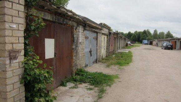 Garažas, kuriame buvo laikoma 11 veislinių šunų / G.Daugirdaitės nuotr.