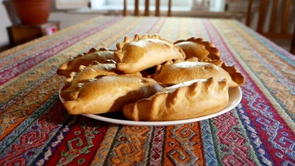 Visų mėgstami pyragėliai su kiauliena – tai ne kibinai: parodė, kaip pasigaminti tradicinį karaimų patiekalą