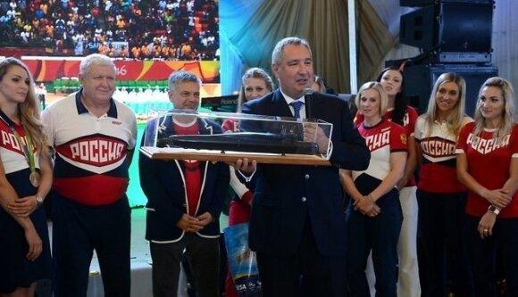 Российским олимпийцам дарят белые BMW, Трефилову — адмиральский кортик