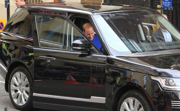 Princas Williamas vairuoja Range Roverį