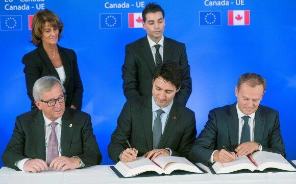 J.-C. Junckeris, J. Trudeau ir D. Tuskas pasirašo CETA.