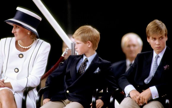 Princesė Diana su sūnumis William'u ir Harry'u