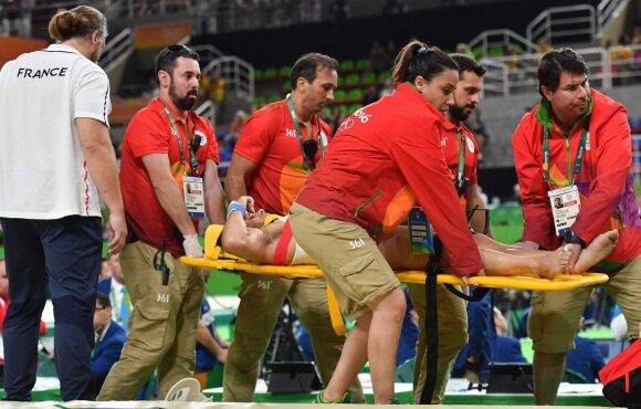 Šokiruojantis vaizdas: prancūzų gimnastui Rio baigėsi atviru kojos lūžiu