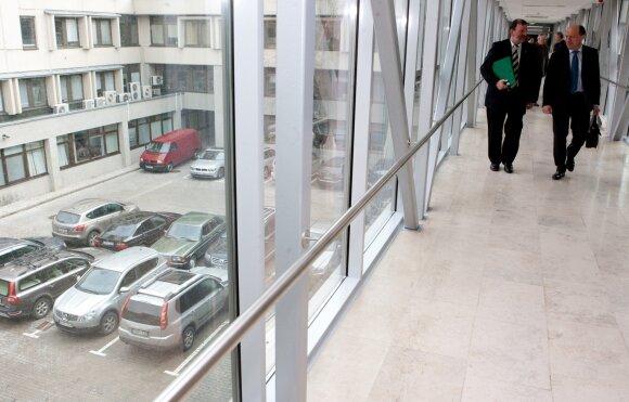 Seimo narių pinigai už automobilius – ir partiečiams, ir giminių įmonei